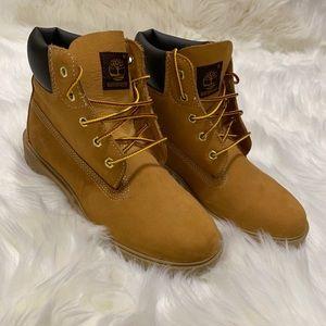 "Timberland Big Kids' 6"" Classic Boots| Size: 5.5"